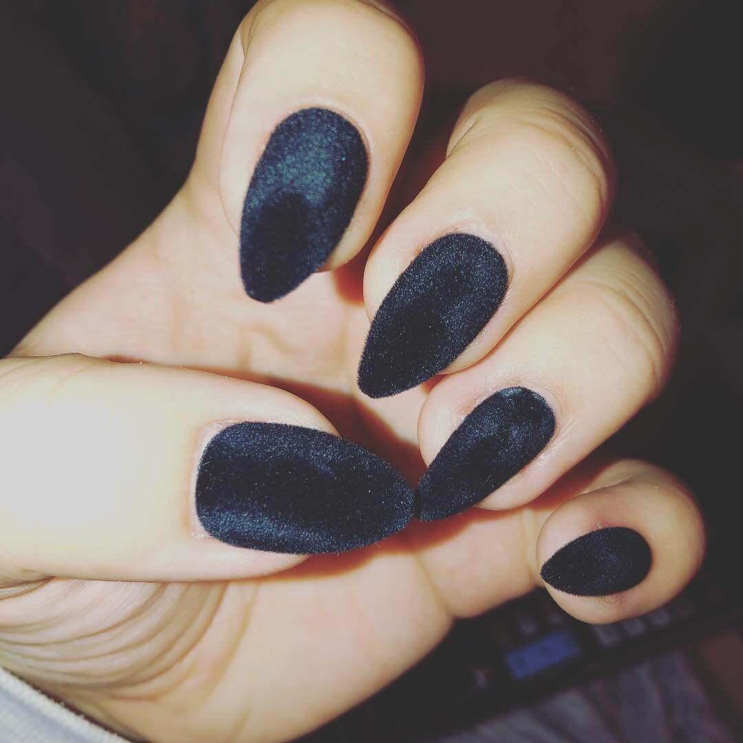 uñas terciopelo negras