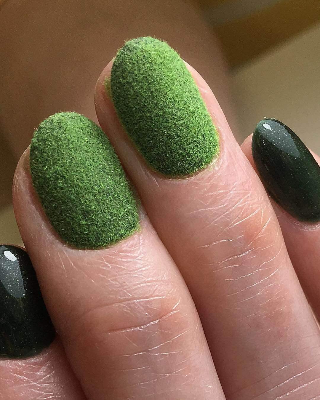 uñas terciopelo verde