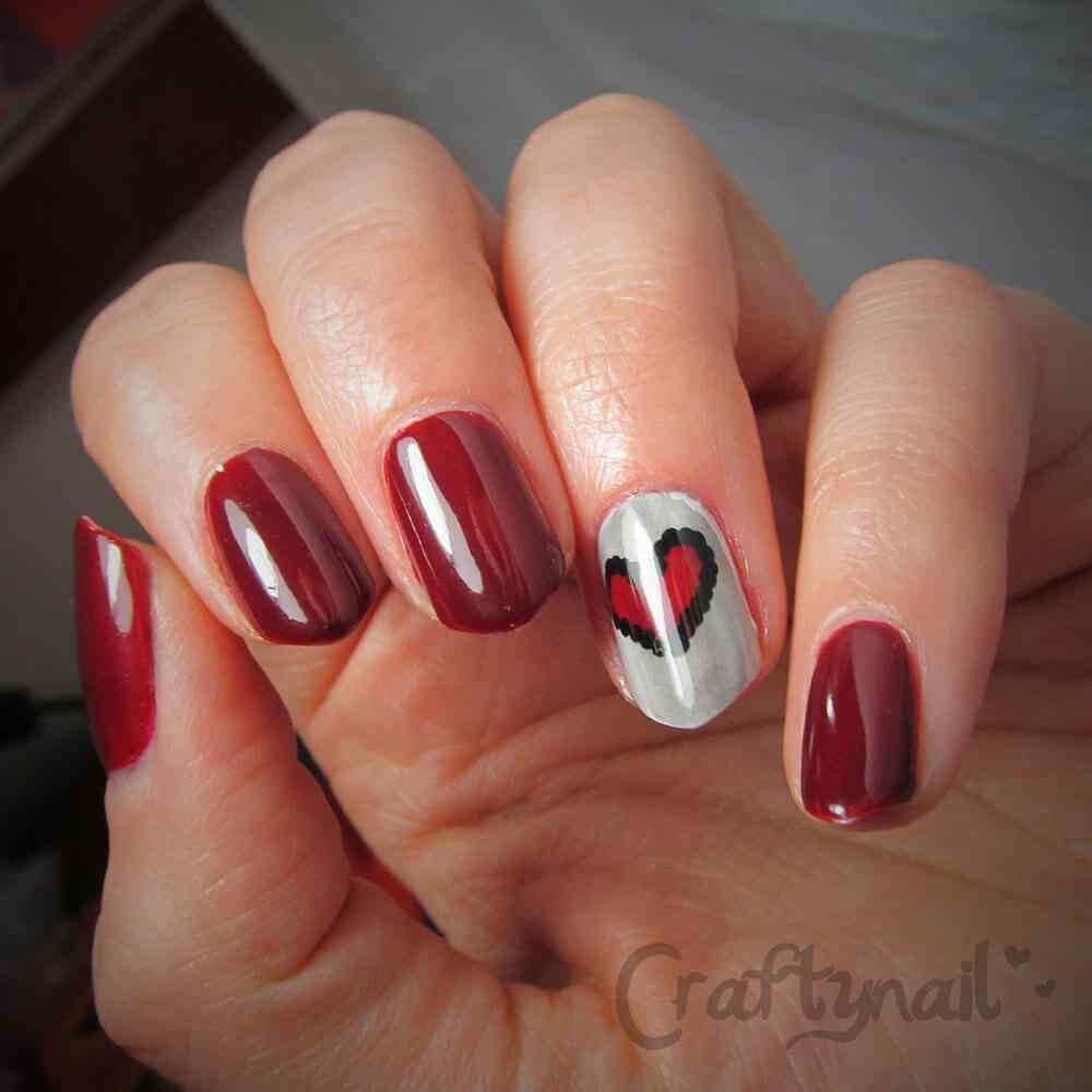 Diseño sencillo de uñas con corazones