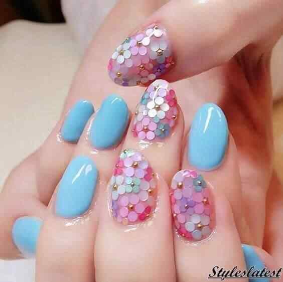 uñas confeti con flores