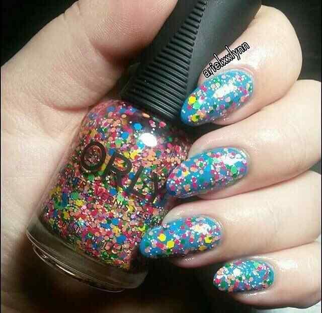 uñas confeti de colores