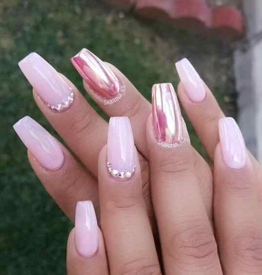 uñas para 15 rosa metalizado