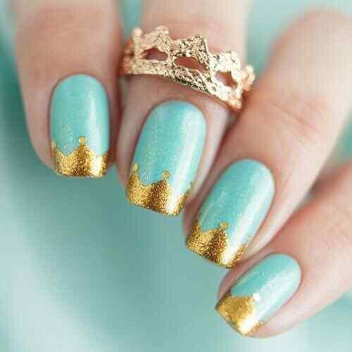 uñas para quince celeste y dorado
