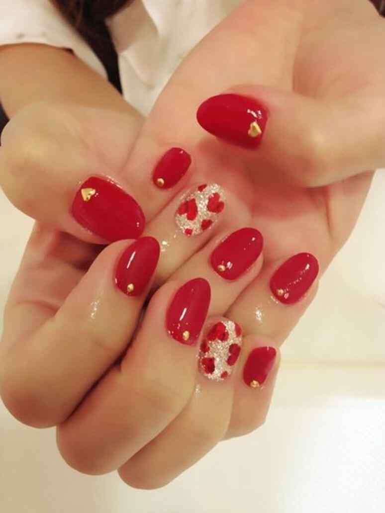 unas pintadas con corazones nail art (10)