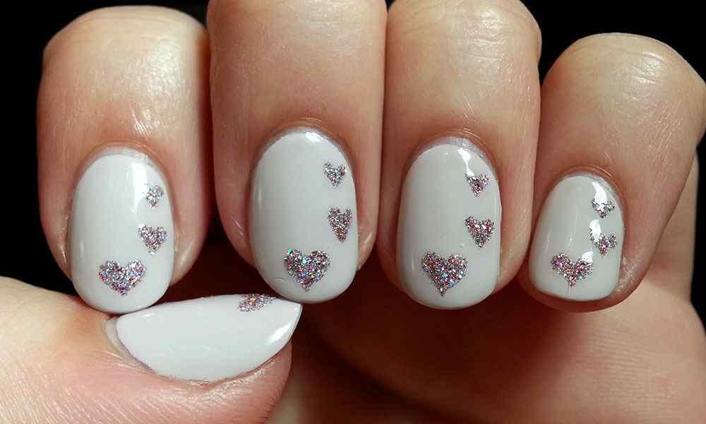 unas pintadas con corazones nail art (3)