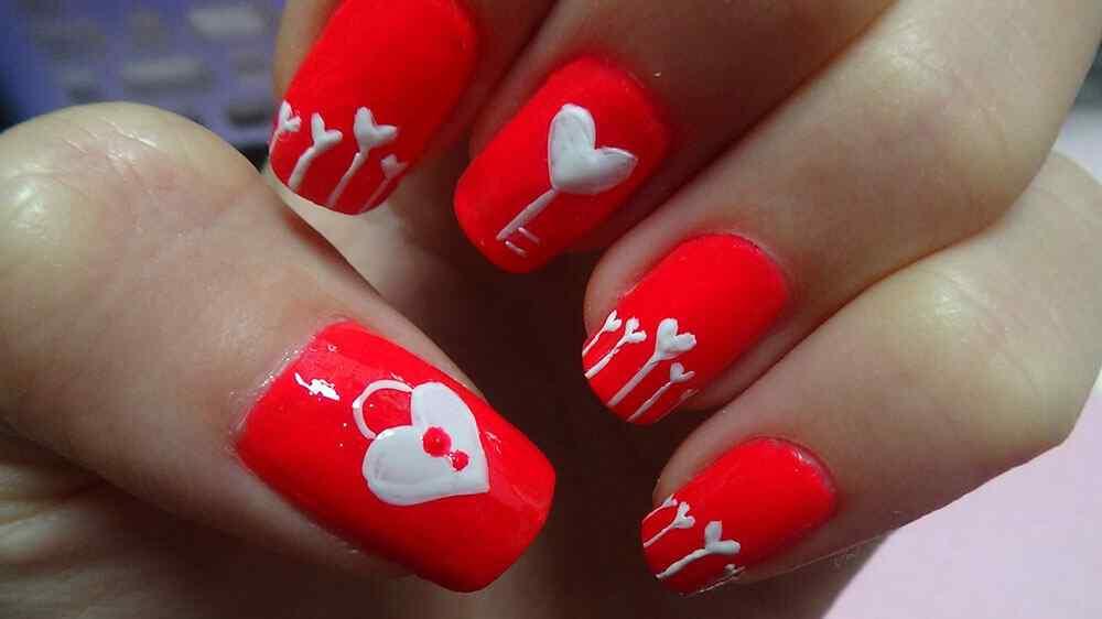 unas pintadas con corazones nail art (9)