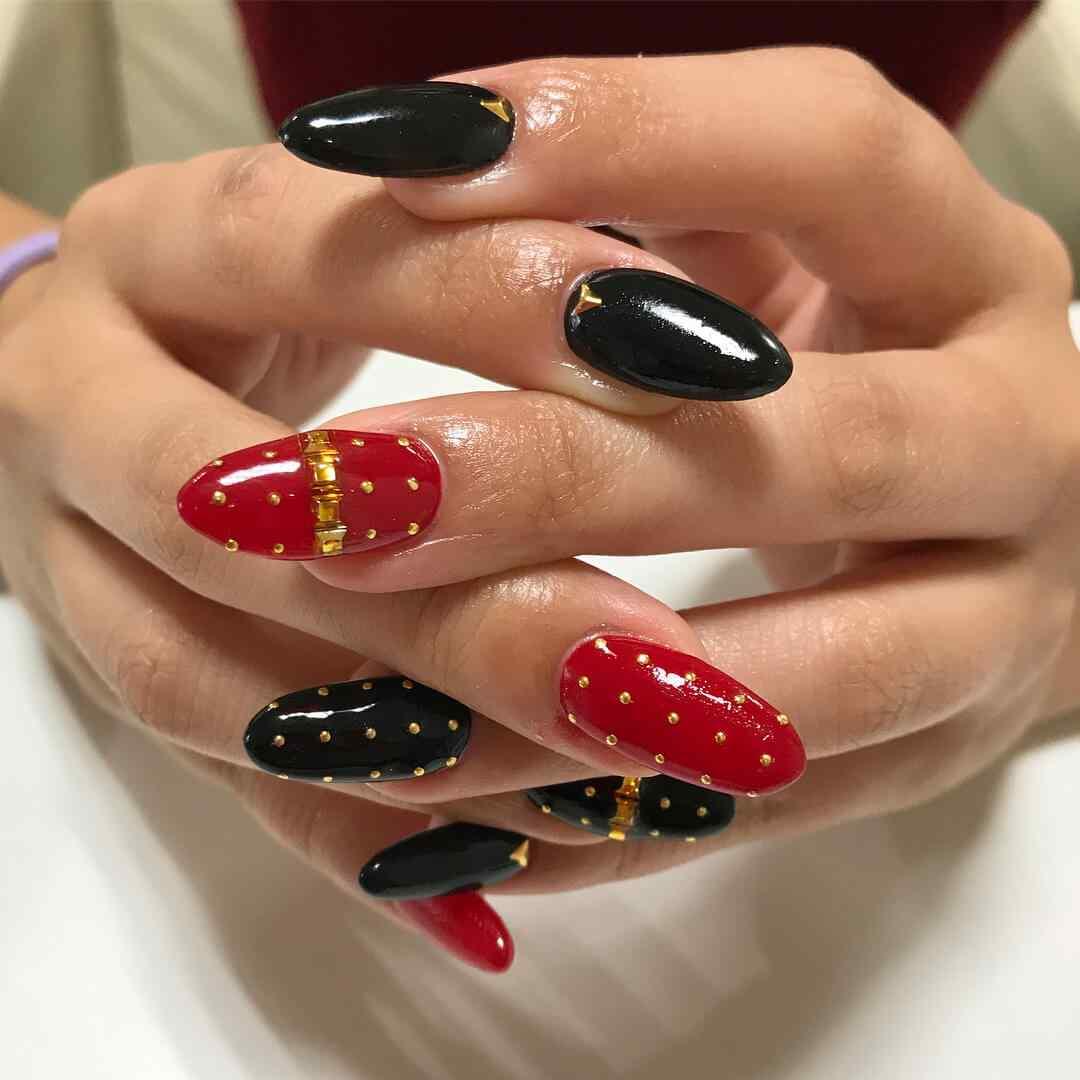 uñas rojas y negras para 15