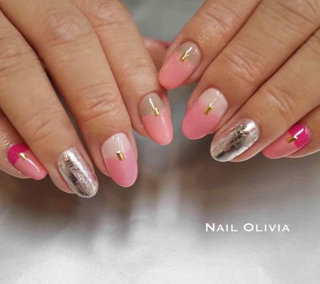 uñas rosa y plata para 15