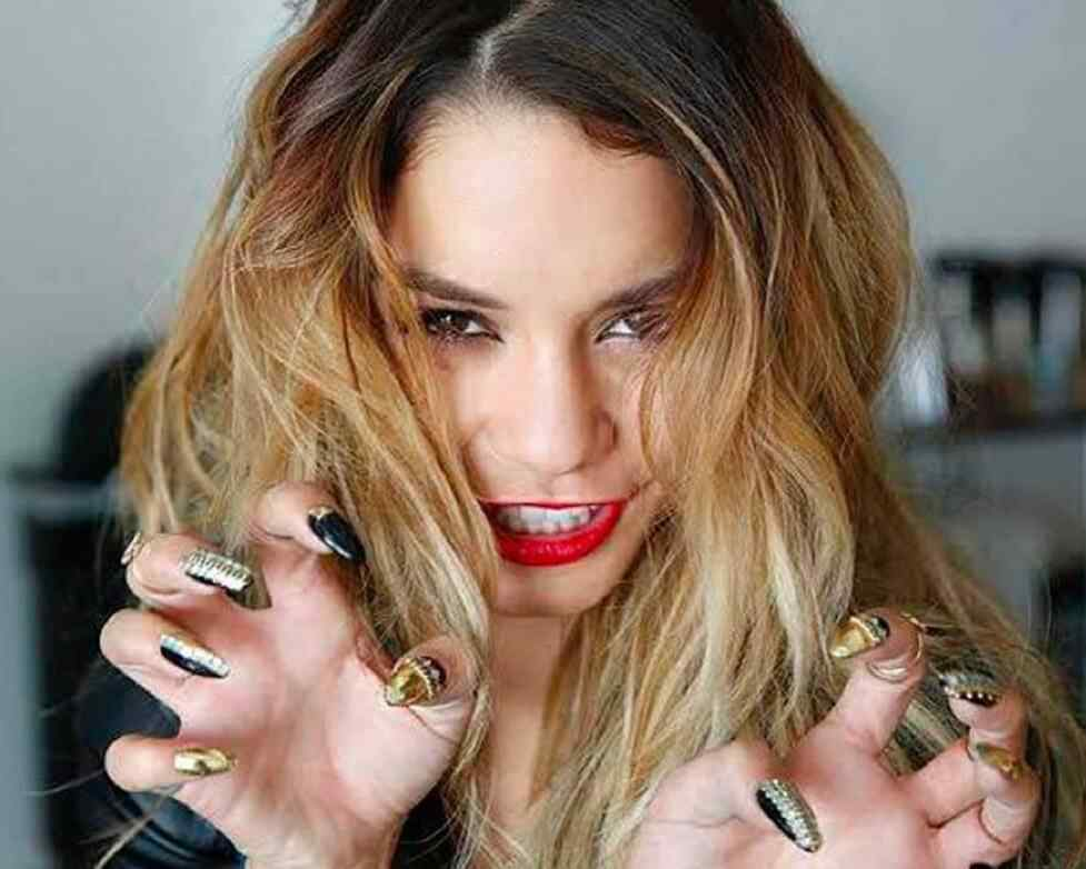 vanessahudgens-nails-instagram__large-e1417277148653