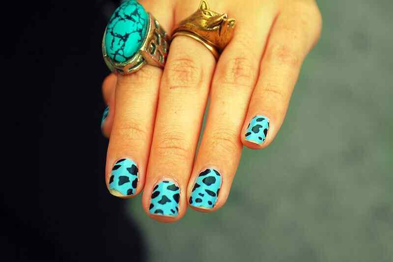 Uñas de verano verdes animal print