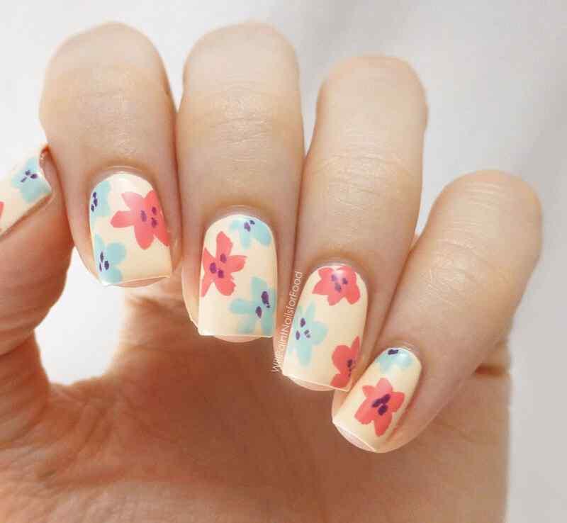 Uñas florales para el verano