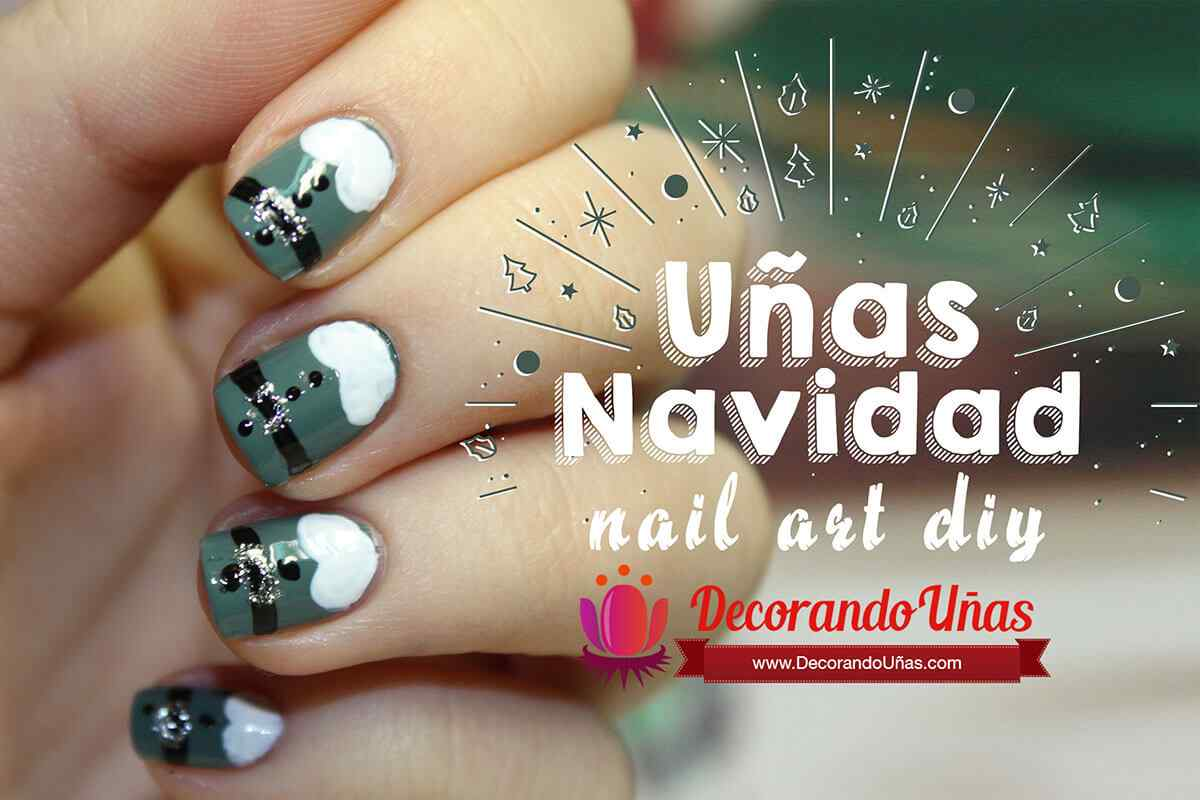 Green nail art - Christmas