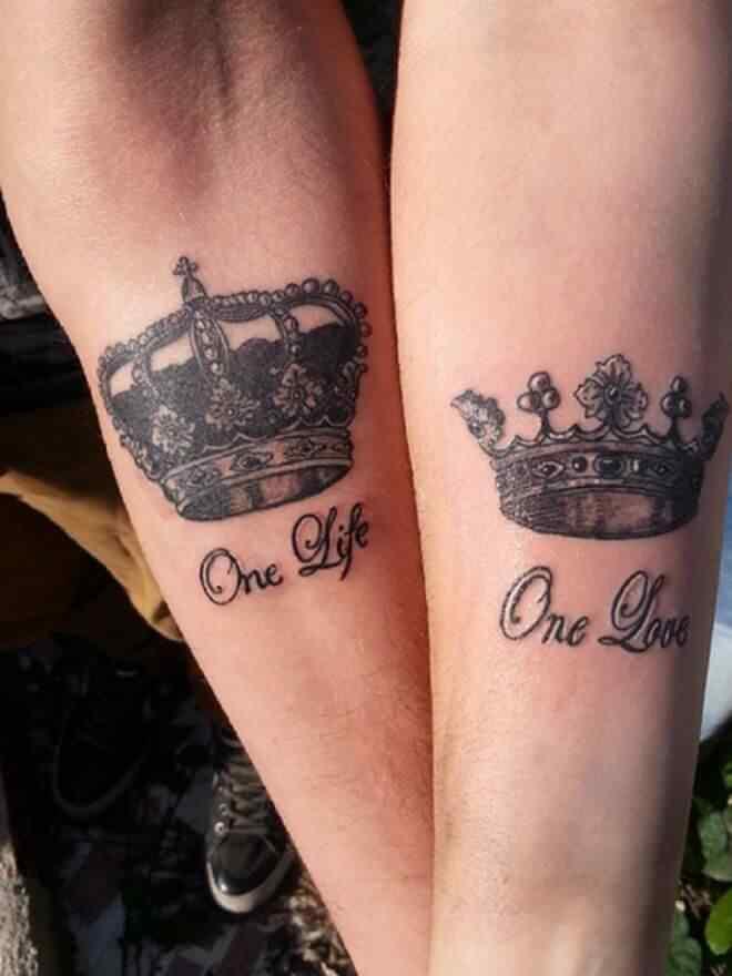 idea de tatuajes de coronas para parejas
