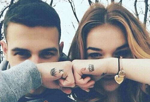 tatuajes para parejas en la mano