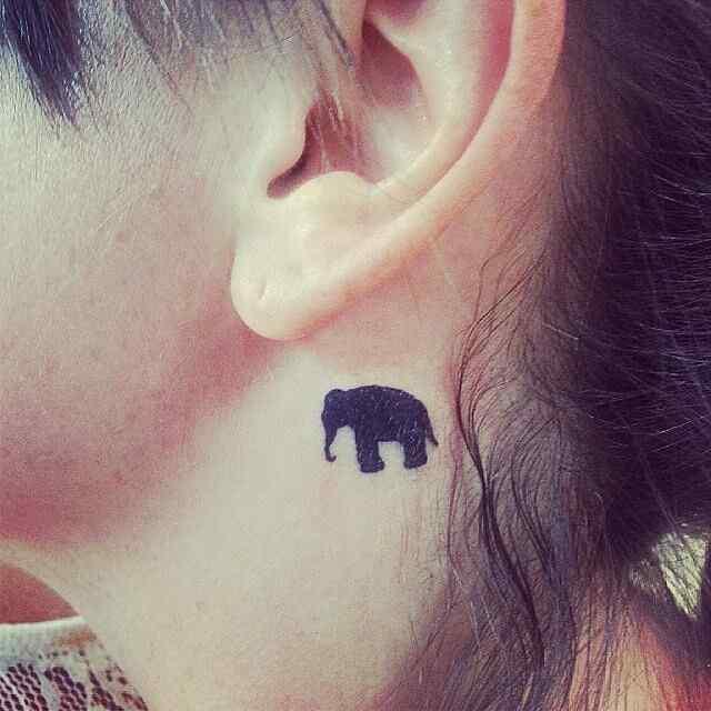 Tatuaje de elefante para la nuca