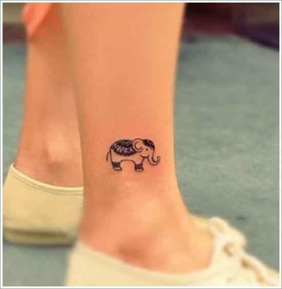 tatuaje pequeño de elefante para el tobillo