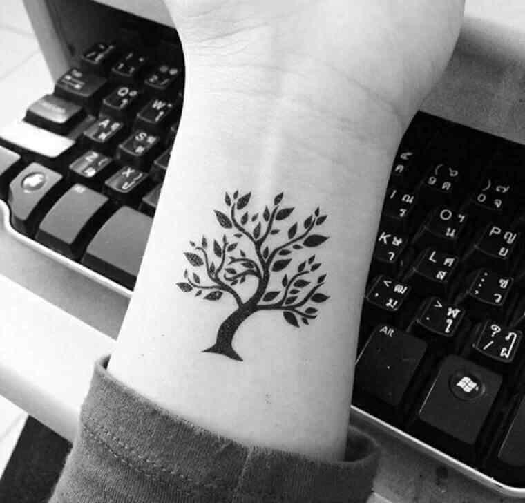 tatuajes-pequenos-para-mujer-arbol