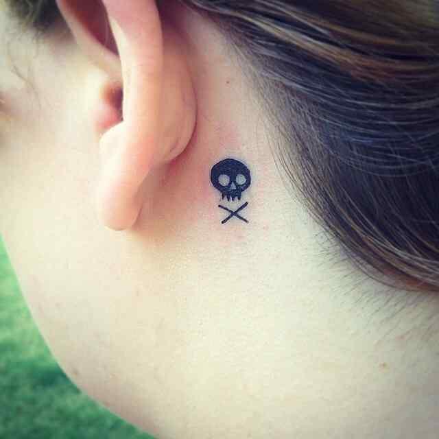 Tatuaje pequeño calavera