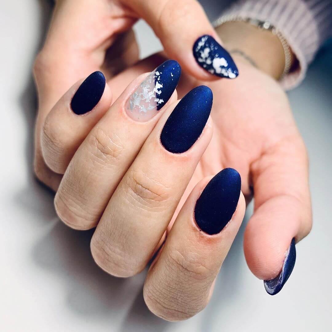 uñas mate azul francia