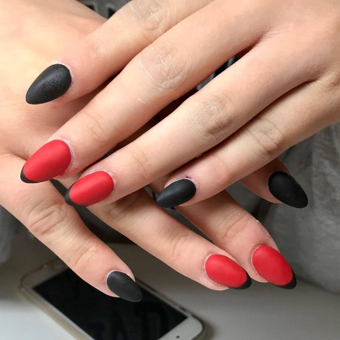 uñas mate negras con rojo