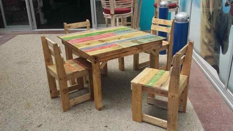 M s de 60 ejemplos de muebles hechos con palets for Sillas hechas de palets
