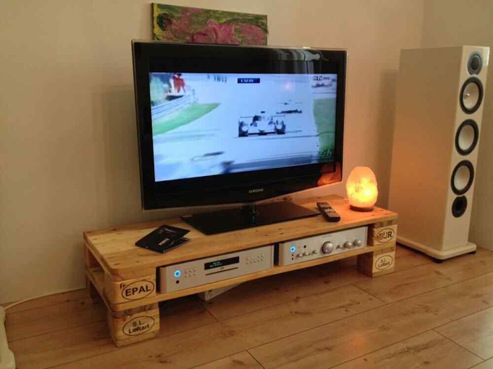 M s de 60 ejemplos de muebles hechos con palets for Mueble salon palets