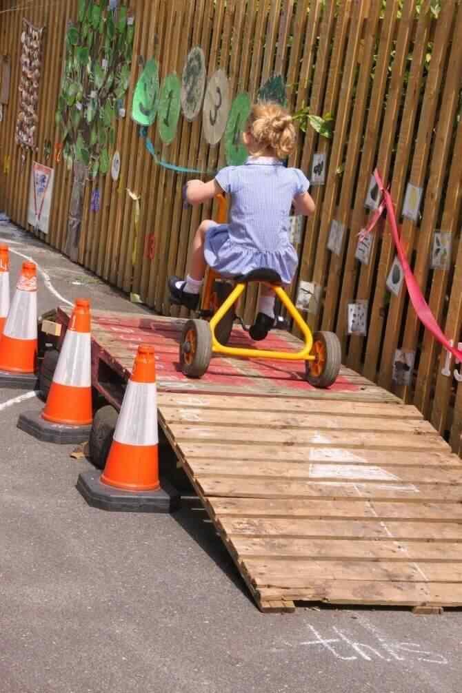 Muebles palet niños pista de carreras
