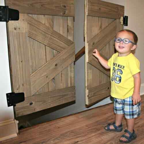 Muebles palet puerta escalera para niños