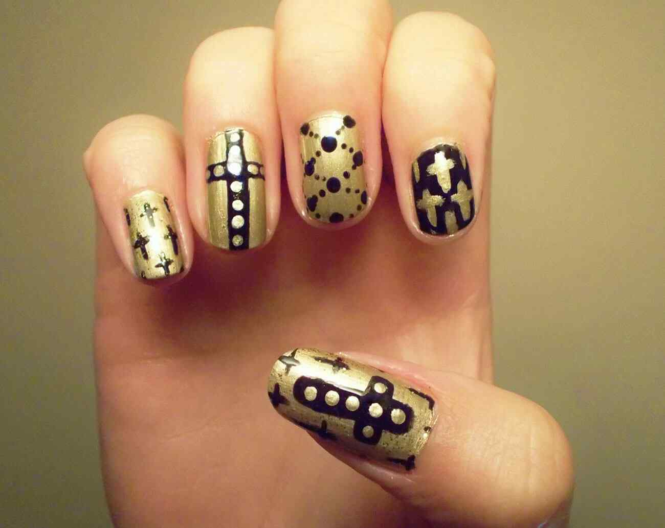 Stiletto nails with crosses