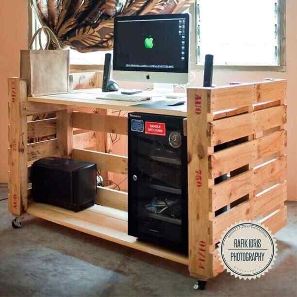 escritorio para PC con palets
