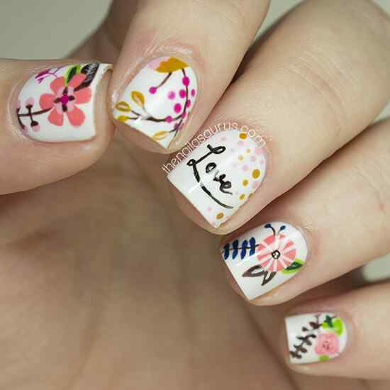 Fuente: http://www.thenailasaurus.com/2014/01/freehand-nail-art-lucydarlingprints.html