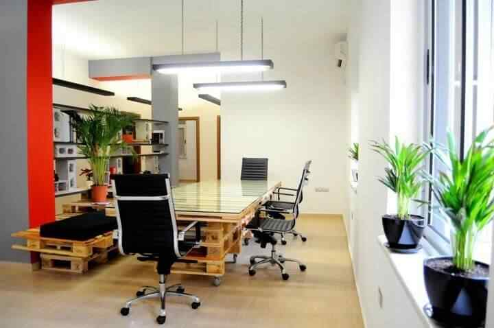 mesa de reunion oficina con madera palet