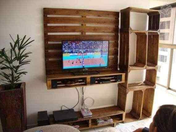 mueble con palet para tv con estantes