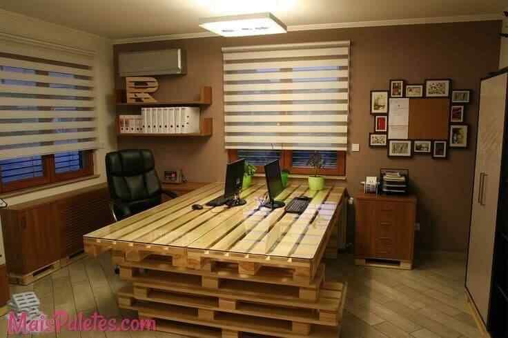 mueble de oficina con palets