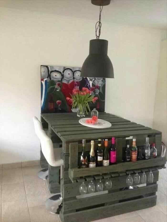 muebles con palets mesa de comer con parte para botellas de vino