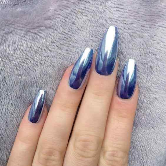 uñas azul metalizado