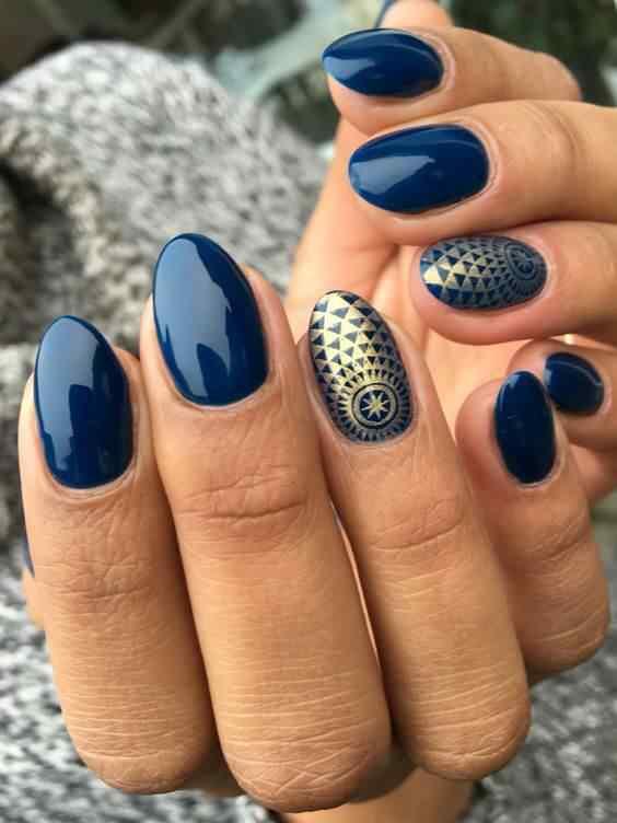 uñas azul y dorado