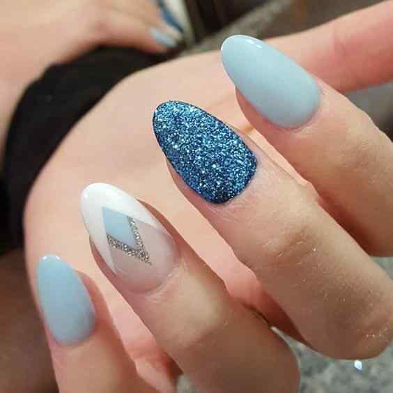 uñas azules almendra