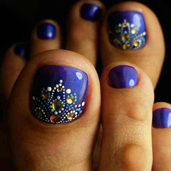 uñas azules para los pies