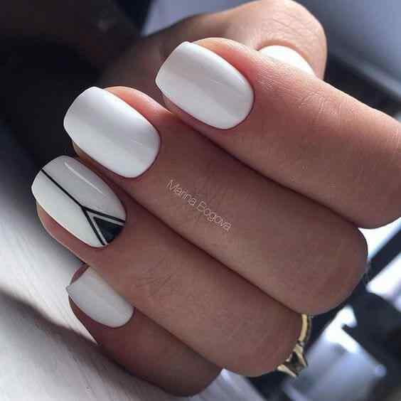 uñas blancas decoradas minimalista