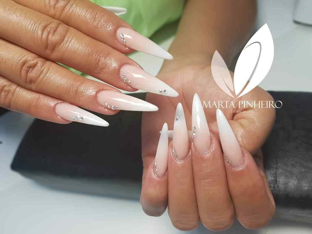uñas blancas largas para boda