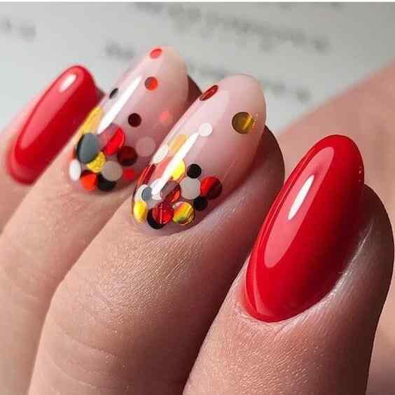 uñas rojas con brillo