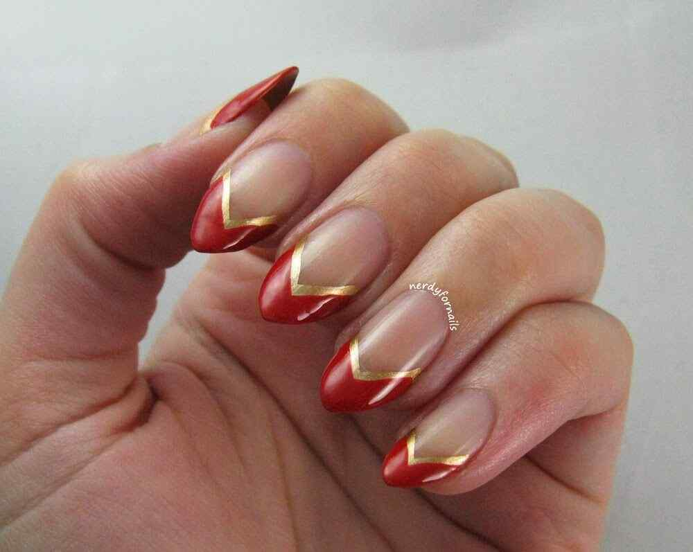 unas rojo con dorado (7)