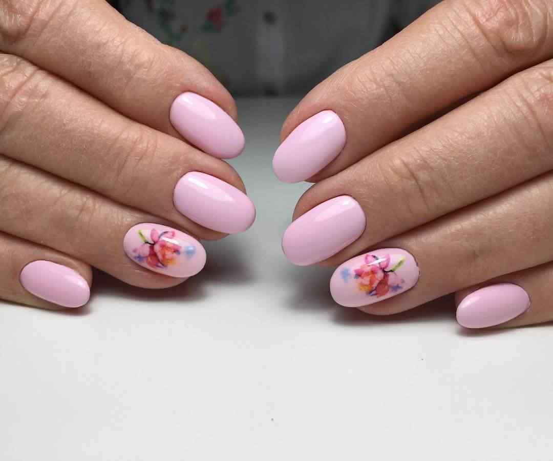 uñas rosa mate con flores