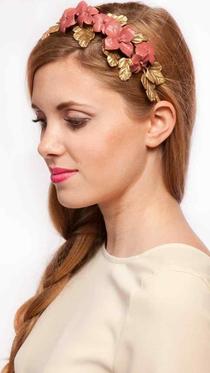 peinados para usar corona de flores casual