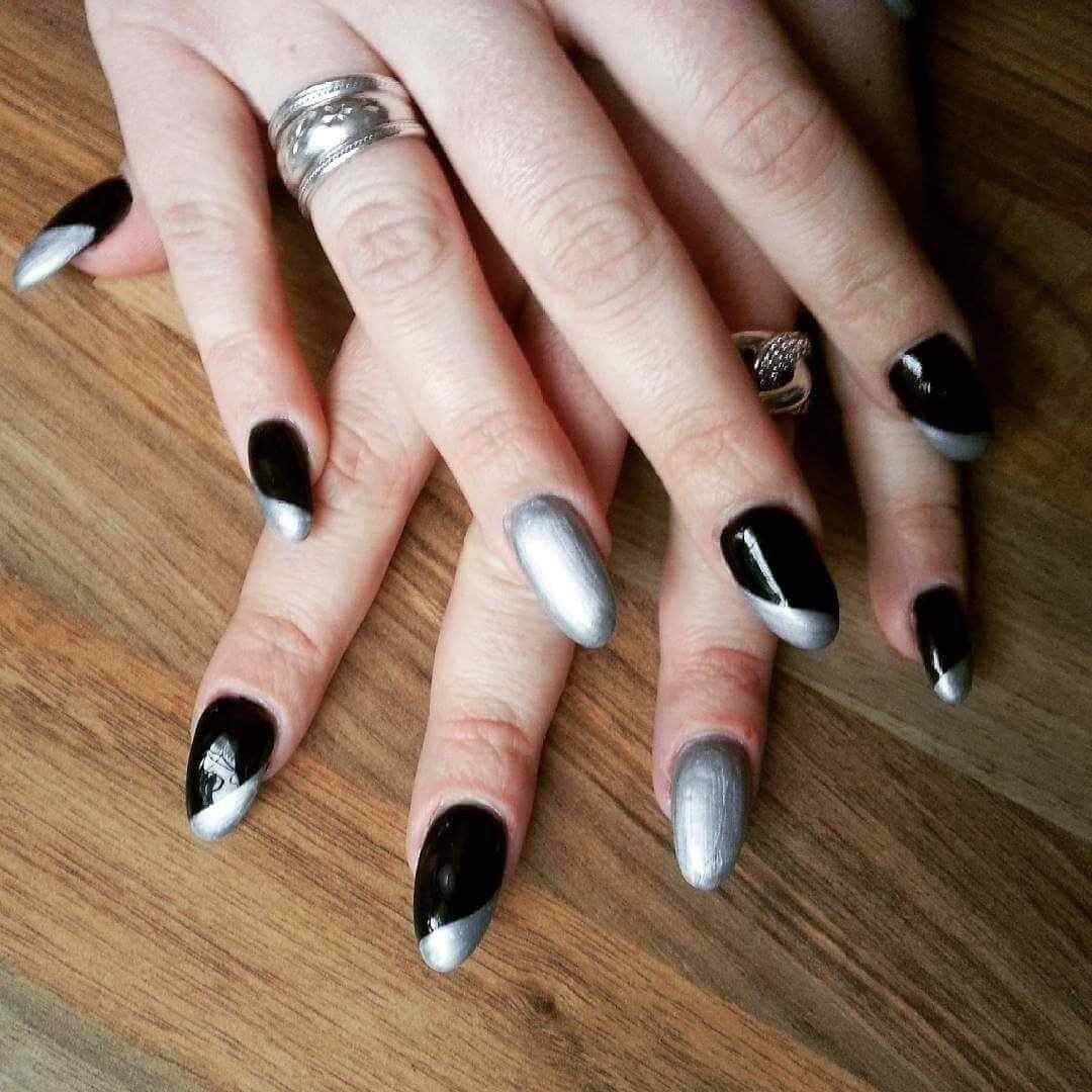 decoracion de uñas plateadas y negro