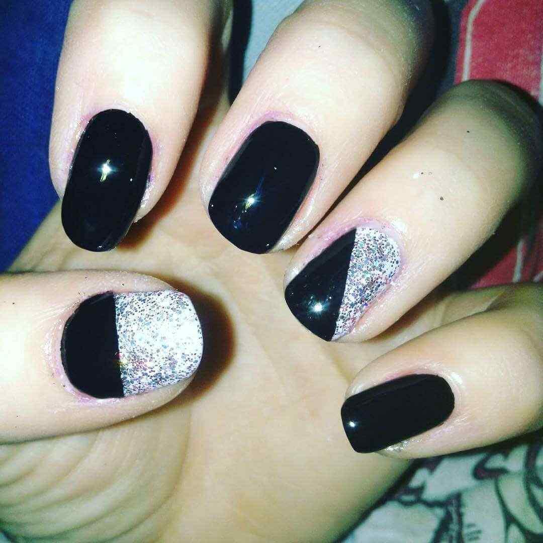 uñas decoradas plateadas y negro