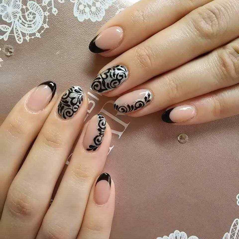 uñas negras con plateado