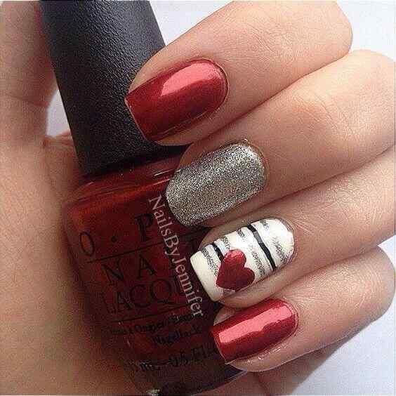 uñas plateadas con rojo simples
