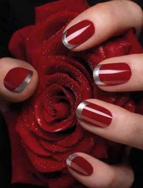 uñas rojas con francesa plateada